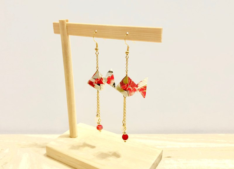 [Origami Earrings Series] Red Red Goldfish (can be changed ear clip)