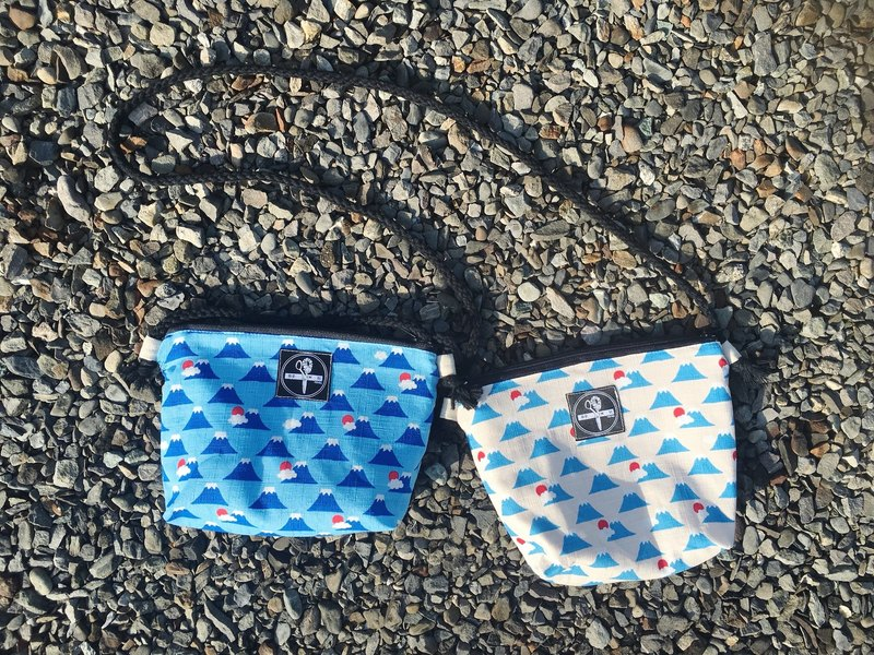 toutoubags / small square shoulder bag-mount Fuji