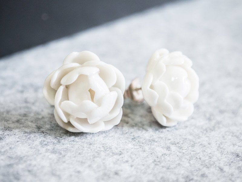 Peony earring - white porcelain - sterling silver (925)