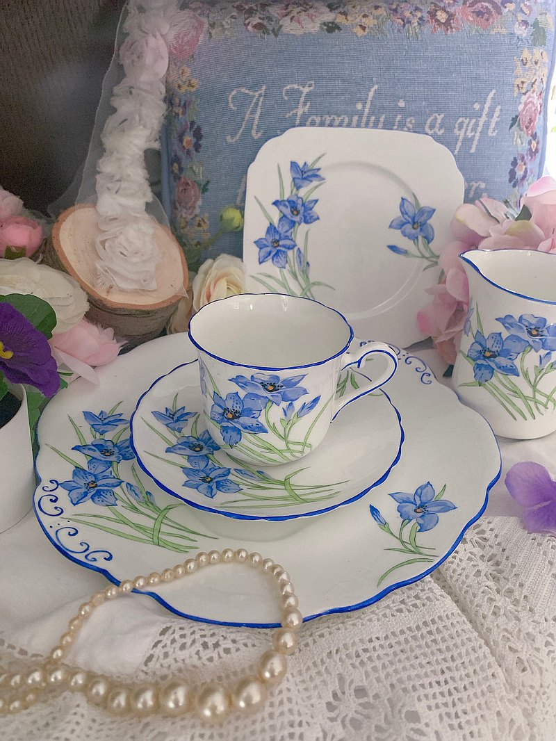 1880 British-made hand-painted blue narcissus double-sided hand-painted antique flower tea cup three-piece set intact