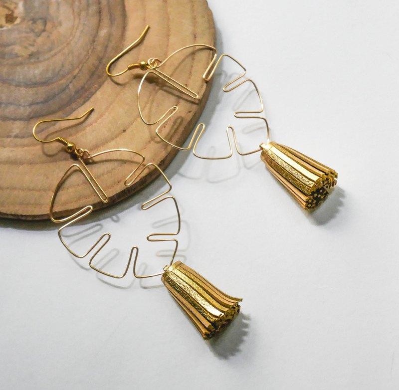 龜背竹葉形狀的金色藝術線與手工切割皮革流蘇