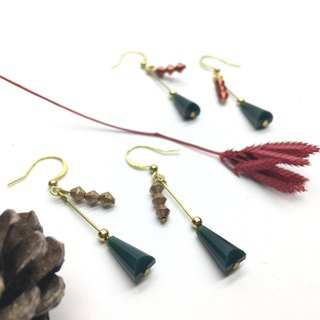 Laurin Grocery Travelin - Hand made brass acrylic earrings Christmas tree l Ear l Ear clip