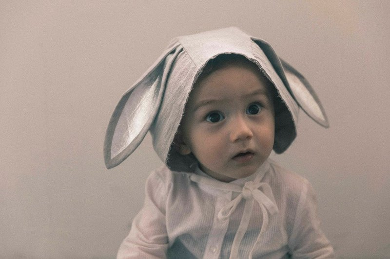 Bonnet modeling hat (small gray rabbit)