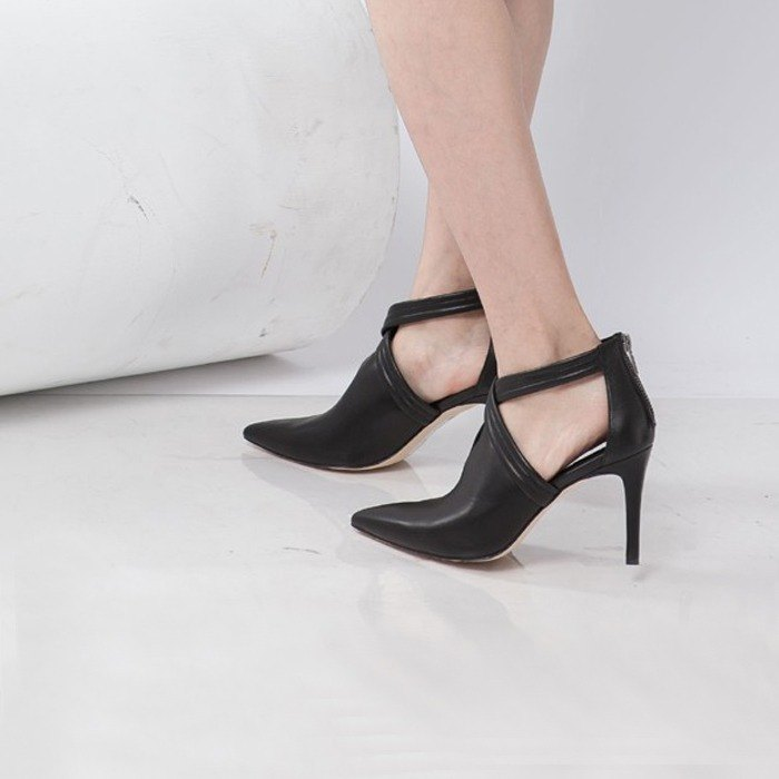 Cross the V baskets empty tip leather fine high heels black