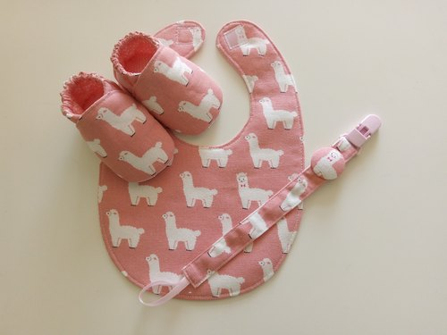 Foundation Alpaca birth month gift baby shoes + bib + pacifier folder