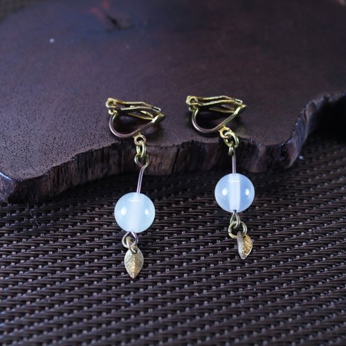 【Collection of gold lake】 Aoba leaves earrings blue leaves section | clip-style earrings needle earrings can be changed for sterling silver needles | apple agate | brass | natural stone earrings, Chinese ancient style jewelry E18