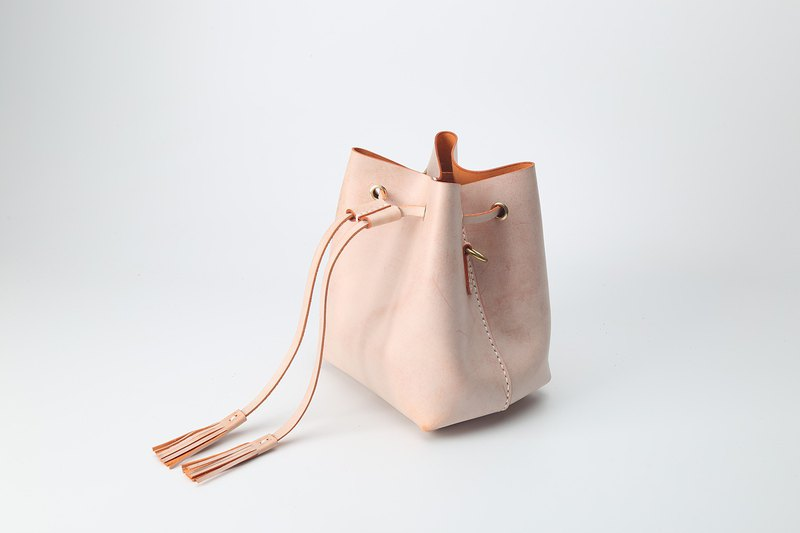 [Cut line] new pure hand-stitched fog wax vegetable tanned leather retro bucket bag shoulder Messenger bag