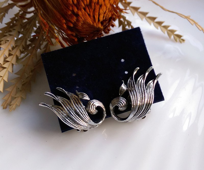 [Western antique jewelry / old age] 1970's feather wing clip earrings