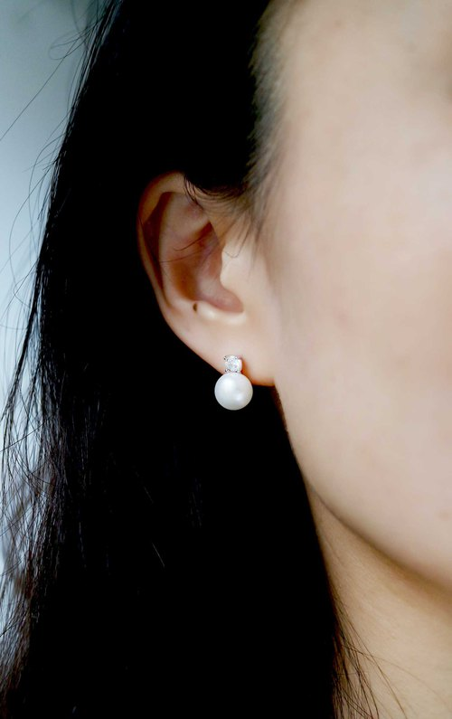 [Single Diamond Elegant Pearl Earrings] Sterling Silver / Freshwater Pearl