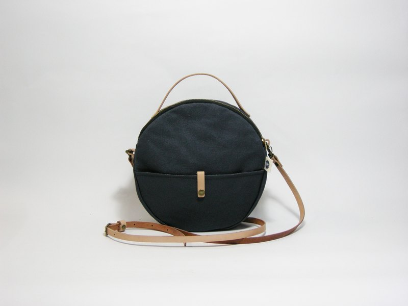 ● round bag (canvas) __ for zuo zuo handmade zipper bag