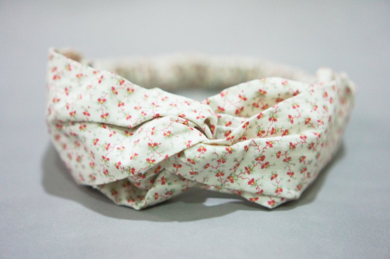 Small red flower on white / handmade elastic band