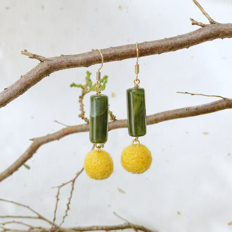Evergreen hand made wool felt earrings can be changed ear clips