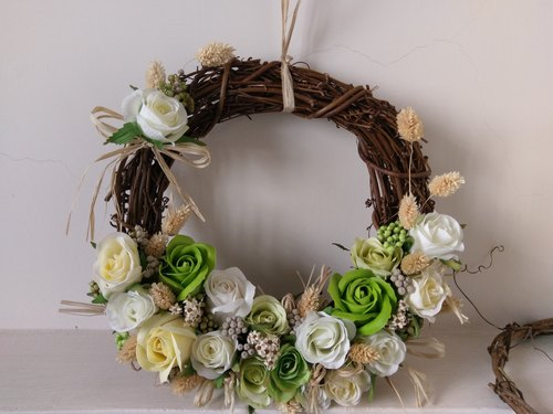 Immersive dried flower wreath and a small garden fresh series []