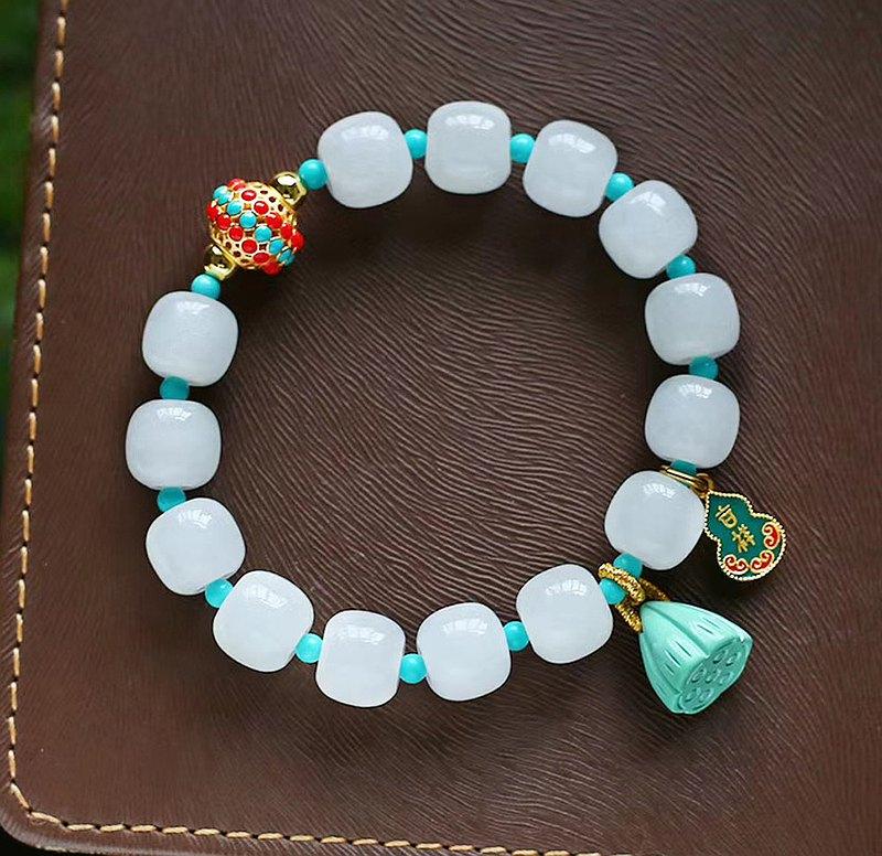 極品天然和田玉老型珠手鏈 配珠綠松 點綴點綴綠松蓮蓬吊墜 唯美