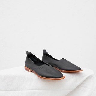 0.1 THE ARCH FLAT / BLACK