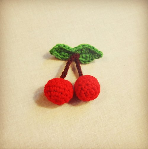 ★ cherry fruit can not eat hand-woven brooch