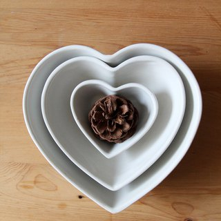 British Selbrae House love shape ceramic bowl combination (set of three) - spot