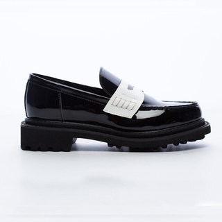 Saint Landry [] patent leather spell color design leather Loafers - black and white