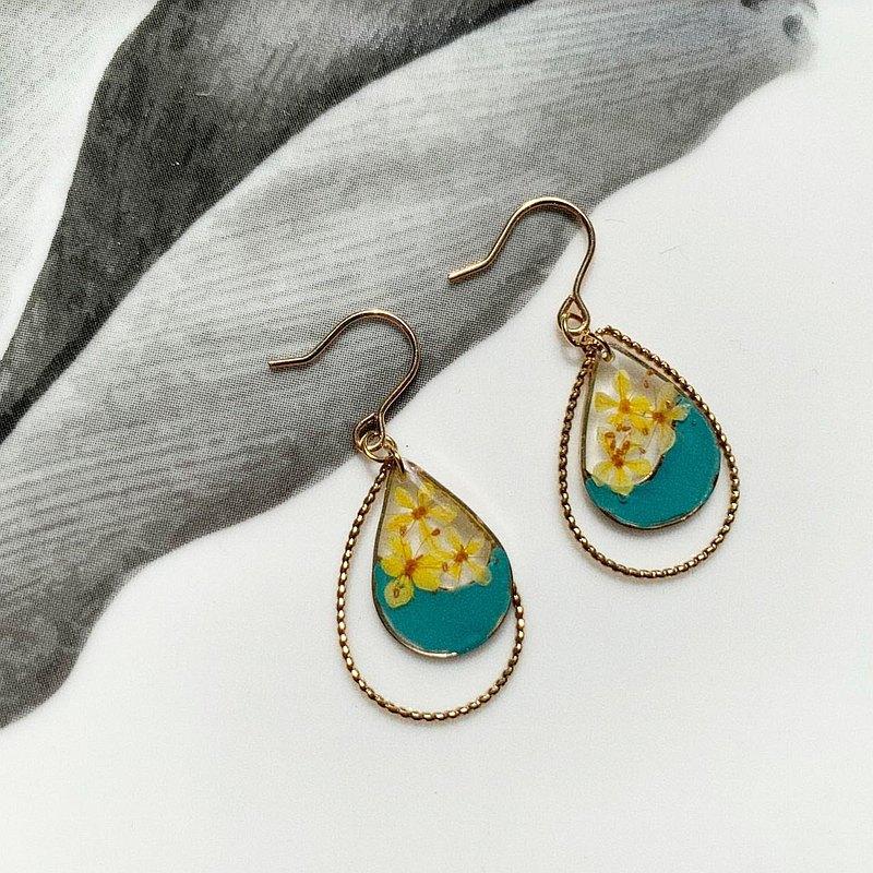 真花黃色翠珠花配綠色水滴形邊框耳環18K包金耳鈎 (可轉耳夾)