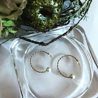 Twisted hoop earrings (14 kgf & Shell pearl HoopPr 01)