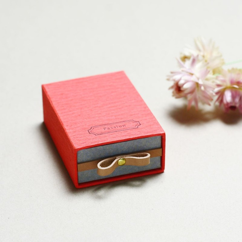 Passion // Red ) Sliding Box Leather ribbon 気持ちを伝える小さな箱