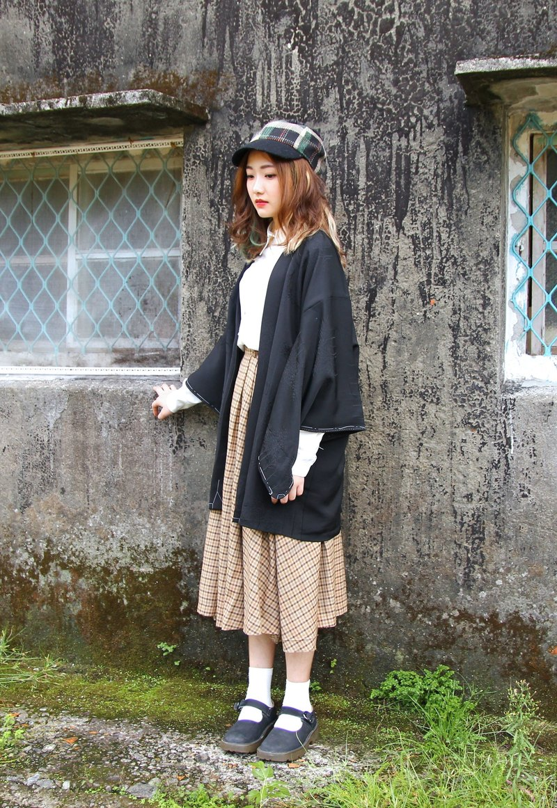 Back to Green :: Detective fine checkered sector hem skirts double pocket Plaid vintage skirt