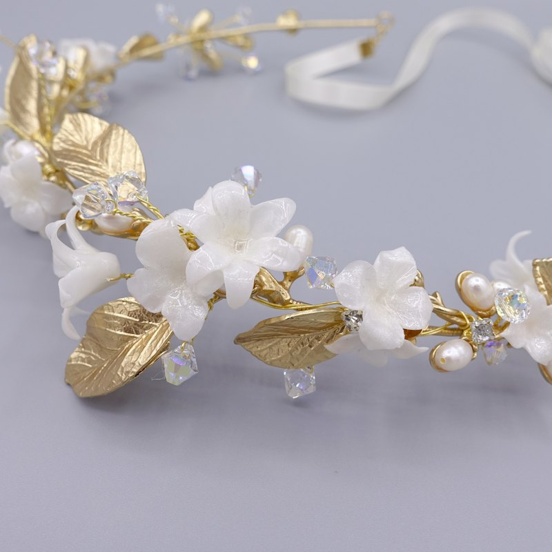 Pearl White Lily Gold-plated Crown