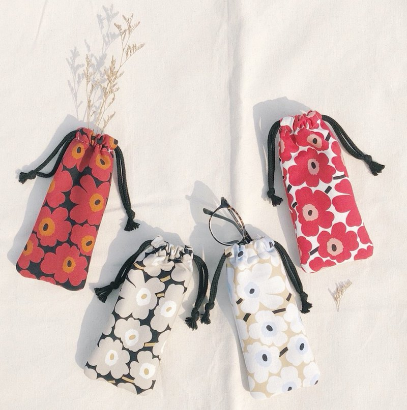 Poppy bouquet glasses bag