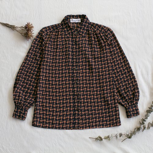 Black Brown Arrow Vintage Long Sleeve Shirt
