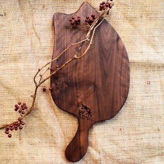 Cat back chopping board │ wobble, light │ Walnut