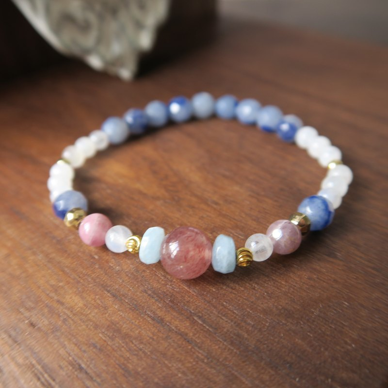 Moon Angel [spiritual small hand] blue moonstone strawberry crystal sea blue treasure soda stone 24K gold bracelet