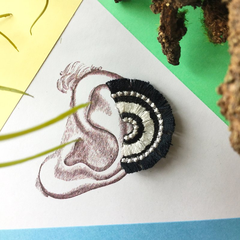 ARRO / Embroidery earing / bloom / black