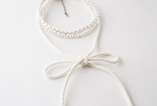 Pearl white bow choker - three layers