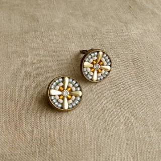 Small flowers Artmis Earrings White collage Cross ear clip Gorgeous elegance