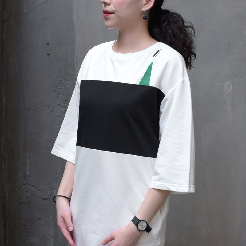 [Ink recommended] more gentle and very good - black and white stitching long pocket dress T-shirt