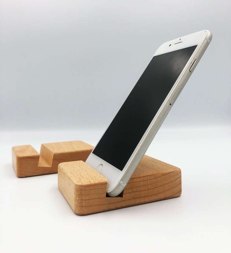 Small wooden mobile phone holder / natural wood