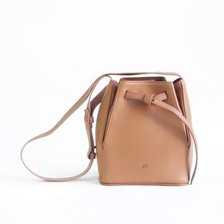 TYE Leather Bucket bag in Tan