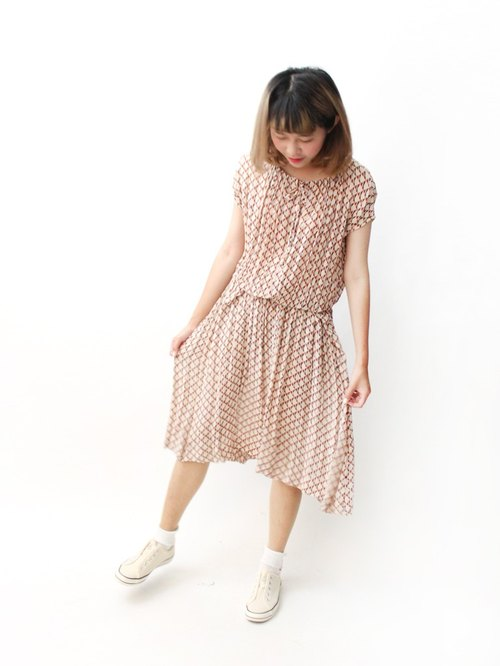【RE0614D1256】 early summer Japanese system retro simple lattice diamond nude color loose short-sleeved ancient dress