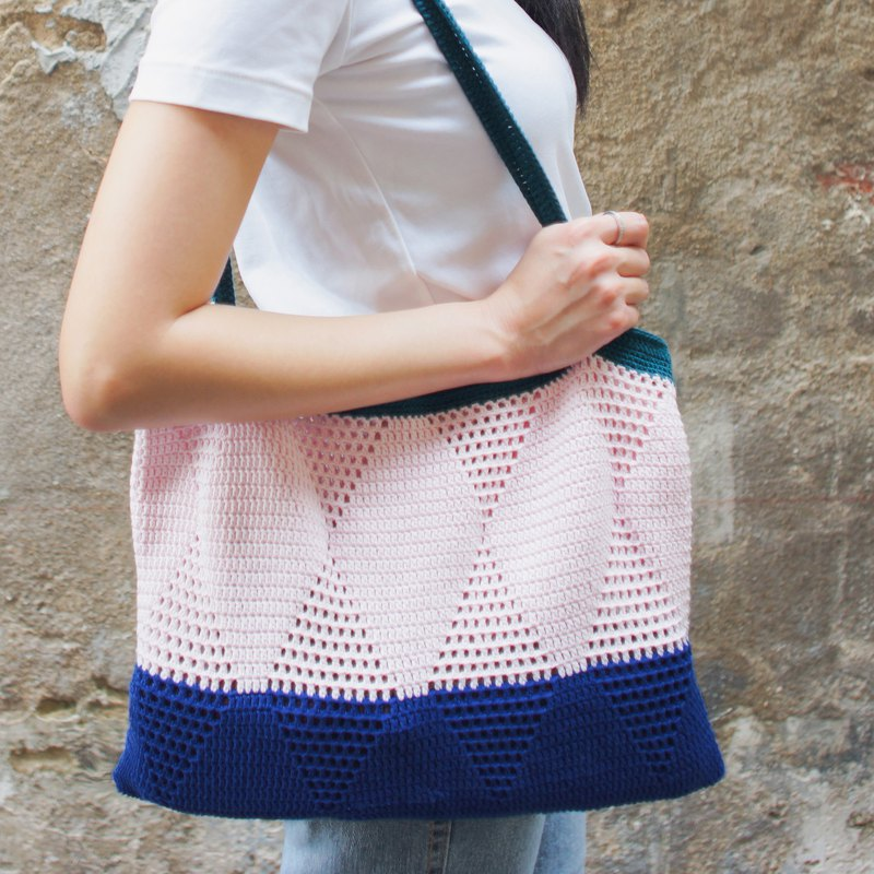 Crochet Graphic Tote Bag | Roon Strap