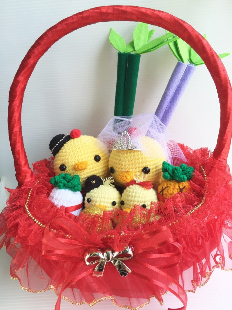 Chuchu hand made cute Q version lead chicken white yarn crown (red basket)
