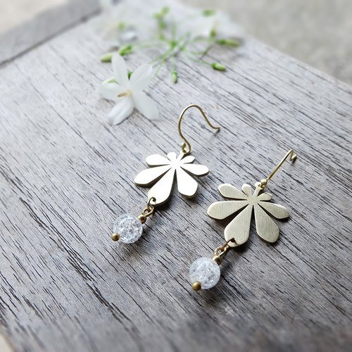 Chestnut leaf earring with ice quartz (brass hand made)