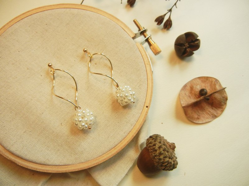 *coucoubird*rotating pearl earrings