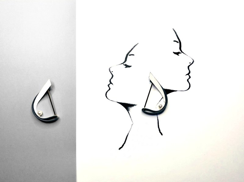 Sailing Shape Leather Pearl Earring -Grey
