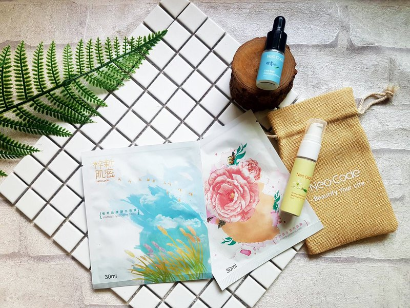 One-week travel group │ Nursing experience - Essence travel bottle + repair milk travel bottle + two masks