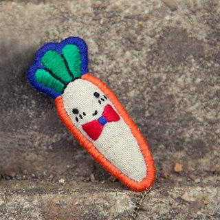 White rabbit and carrot hand-embroidered cute brooch childlike bunny Mori girl literary kawaii