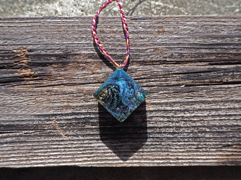 [Blue Landscape_Intertidal Belt] Black Persimmon Pendant Necklace (Square)