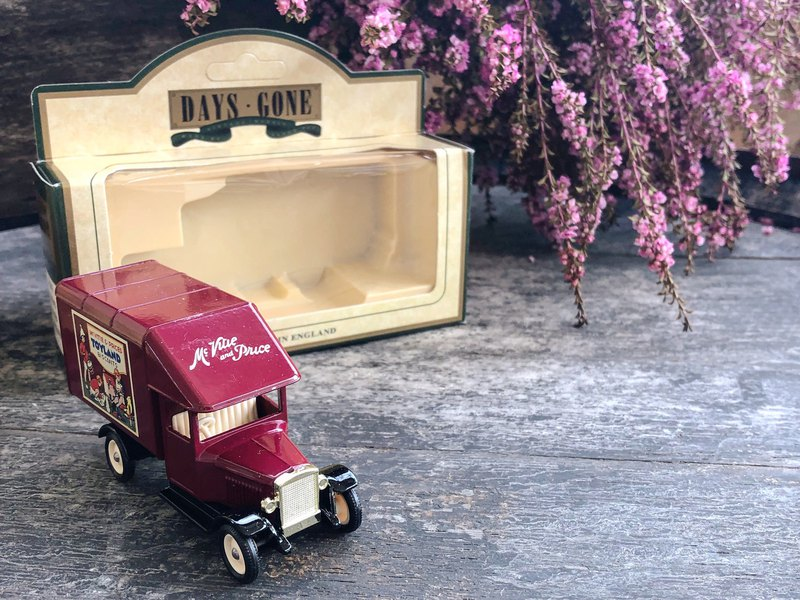 British wine red biscuit old toys kingdom small truck with original box J