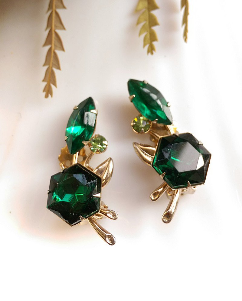 [Western antique jewelry / old pieces] BEAUJEWELS deep green clip earrings
