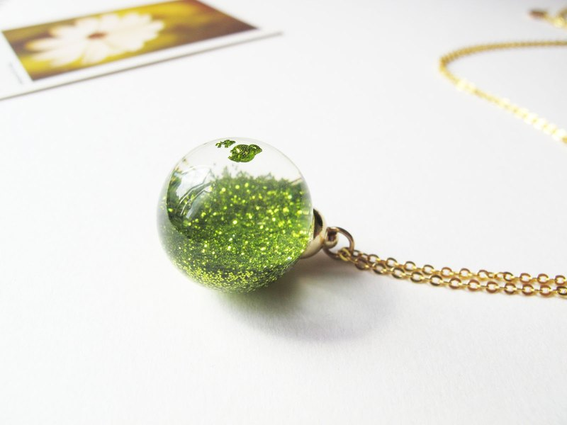 *Rosy Garden*Apple green fine shiny glitter water inside glass ball necklace