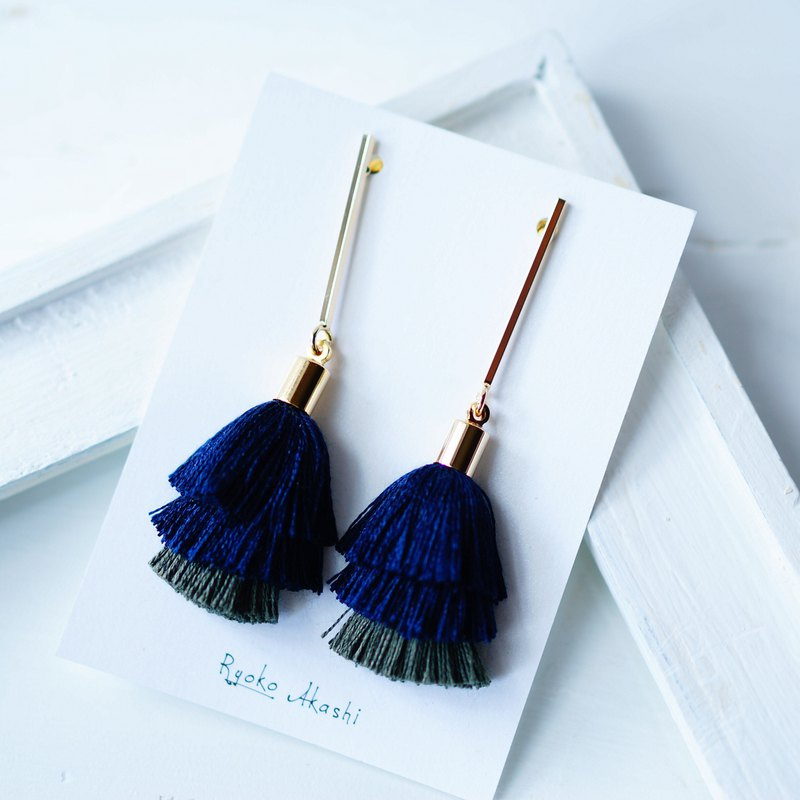 Silk Thread Tassels Post Earrings/Clip On Earrings ネイビー